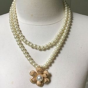 Betsey Johnson Jewelry - New BETSEY Johnson flower pearl necklace